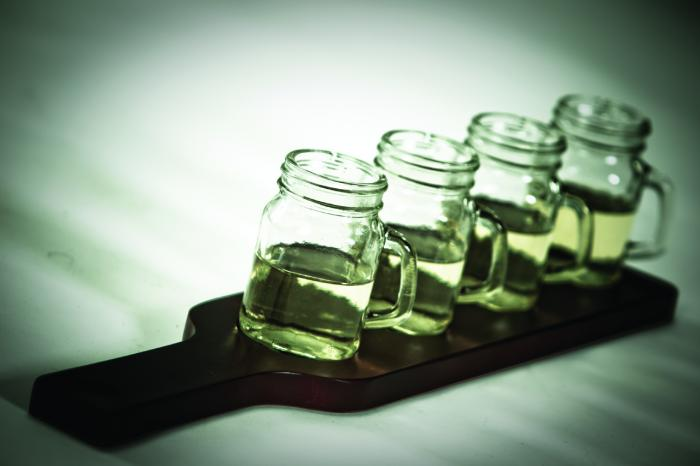 5 piece Picnic Plus Moonshine Whiskey Taster Flight