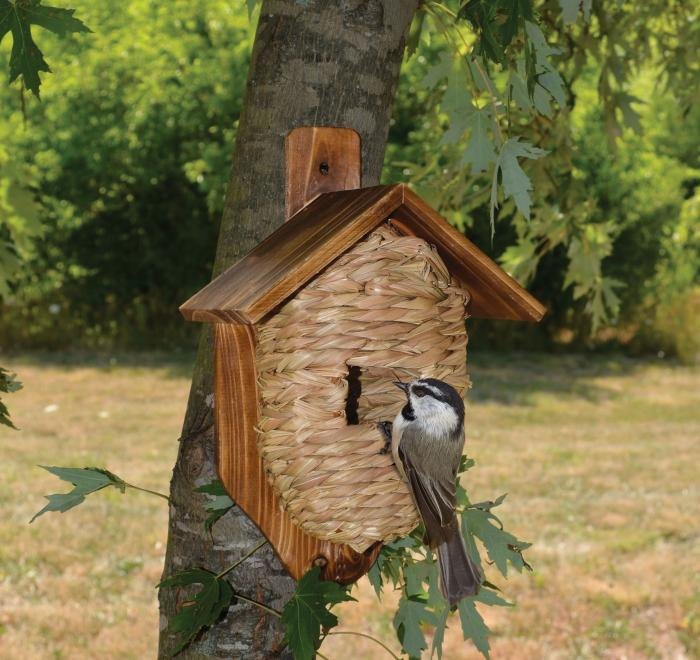Songbird Essentials Mounted Grass Roosting Pocket with Roof